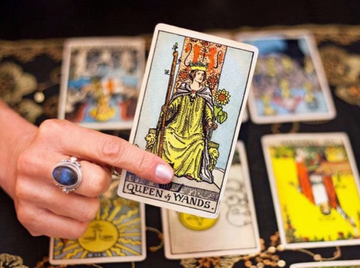 Columbus, OH tarot card reader for parties and events, Ohio event - party fortune teller for hire Columbus, Ohio