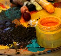 בסטודיו של הציירת דורית רוף