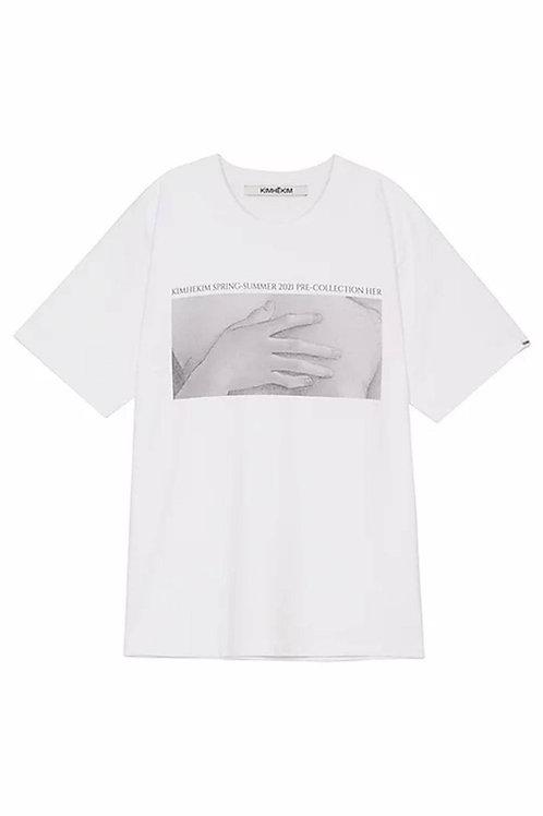 KIMHEKIM Her Hands T shirt