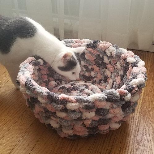 Handmade Chunky Yarn Cat Bed