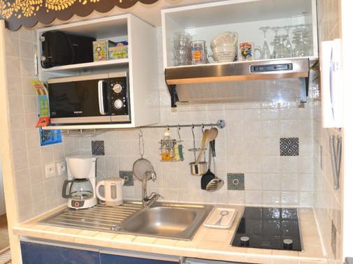 kitchenette en grand.jpg
