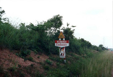 Ghana - On the road to the US Embassy in