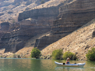 Kayaking Lake Billy Chinook - Oregon