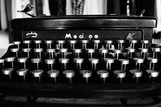 typewriter-1627197.jpg