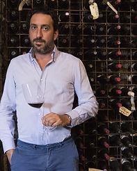 1luca-caruso-nella-wine-cellar-del-signu