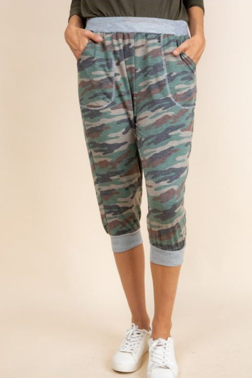 Camouflage Side Pocketed Mid Length Pants