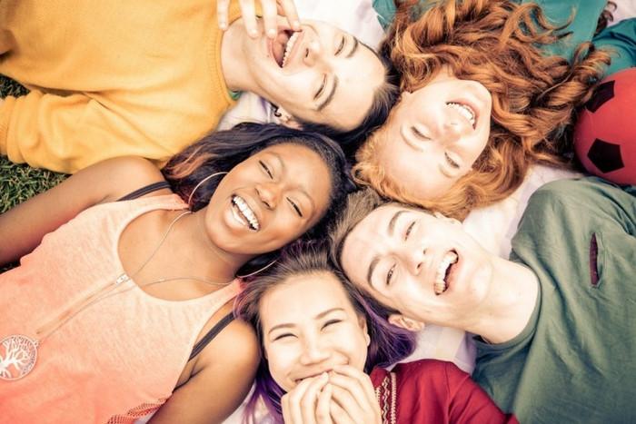 Descubre por qué es saludable reírse
