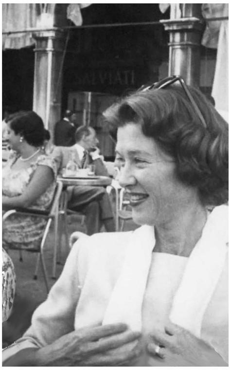 Mary Zimbalist : Photographs : Mary at cafe