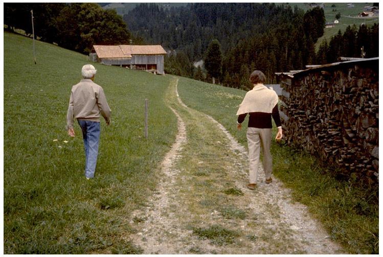 Mary Zimbalist : Photographs : Mary walking with Krishnamurti