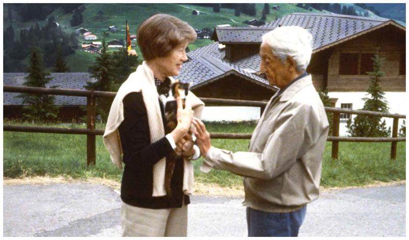 Mary Zimbalist : Photographs : Mary with cat and Krishnamurti