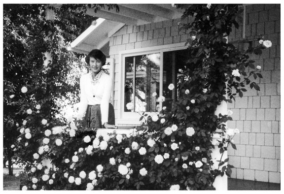 Mary Zimbalist : Photographs : Only known photograph taken by Krishnamurti