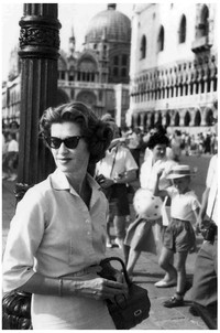 Mary Zimbalist : Photographs : Mary in crowd