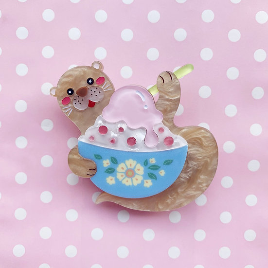 Ollie the Otter with Ice Kacang Brooch