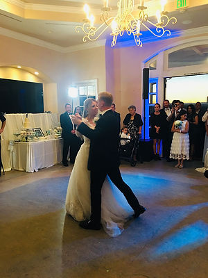 Wedding coupledancing inthe Rotunda Room