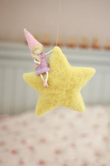 גמדה על כוכב-שמלה סגולה