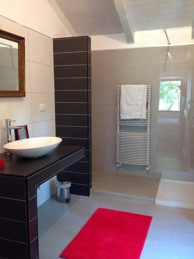 Ensuite bathroom attached to Bedroom 1