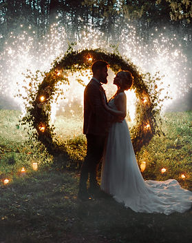 The bride and groom. The night by the li
