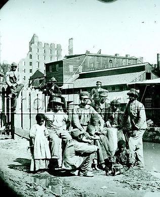 Una famiglia afro-americana in una città sud americanaalcuni anni dopo la guerra civile. Circa nel 1868.  (World History Archive  https://worldhistoryarchive.co.uk)
