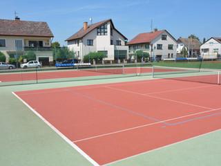 tartanové tenisové hřiště