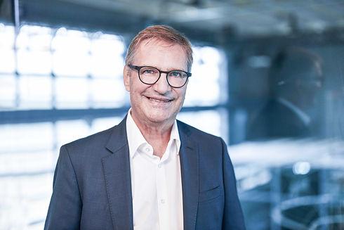 Dr. Gilles Avolio