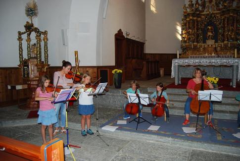Letzte Probe in der Kirche. Gleich fängt das Konzert an!