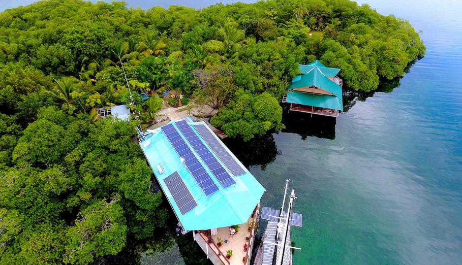 Tropical Island w/2 houses Move-in Ready In Bocas del Toro, Panama