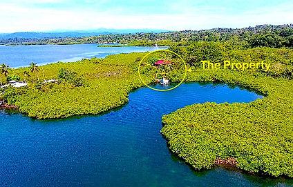 Terrain titré avec maison à deux étages à Dolphins Bay, Caraïbes
