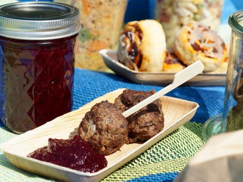 """""""Ein Picknick am See"""" mit Hackbällchen und rote Beete-Ketchup"""