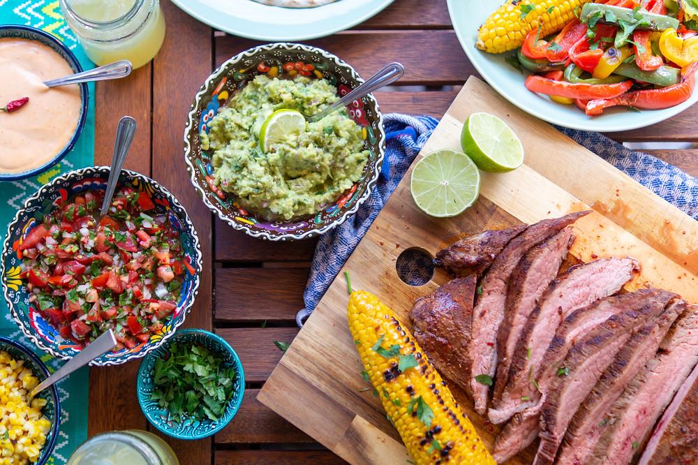 Mexikanischer Abend mit Guacamole, Pico de Gallo, Flanksteak und Tortillas