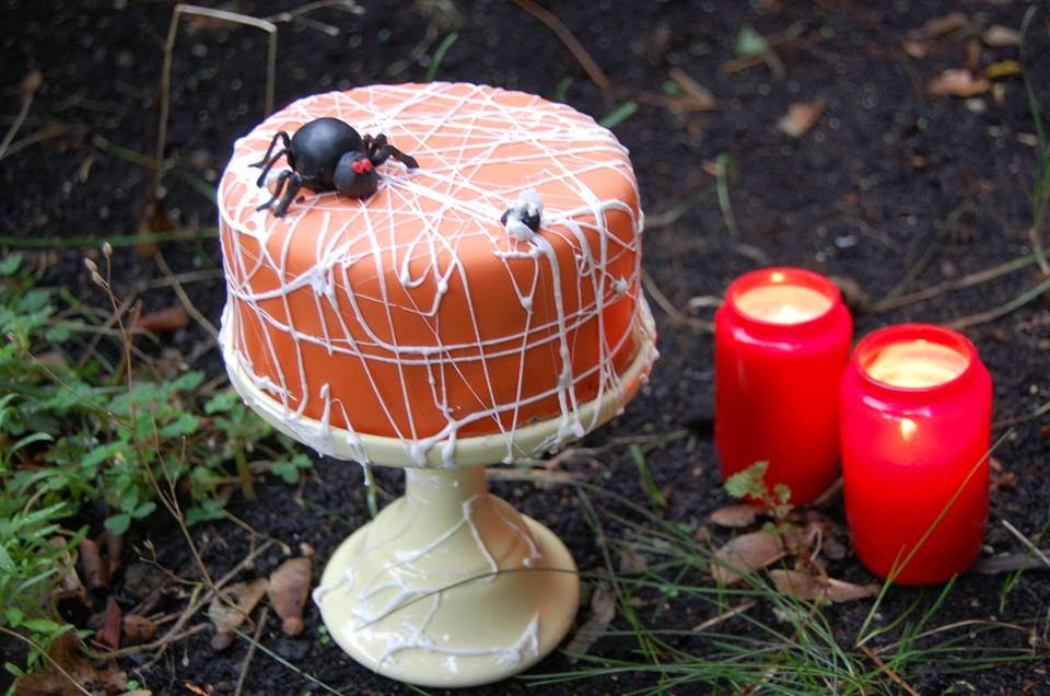 Spinnennetz-Torte