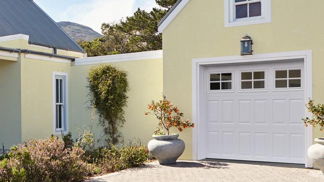 ADVANTAGE CARRIAGE HOUSE-TRI FOLD