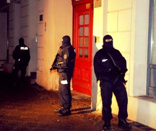 Berliner Polizei nimmt drei Terrorverdächtige fest: RA Aydin übernimmt die Verteidigung