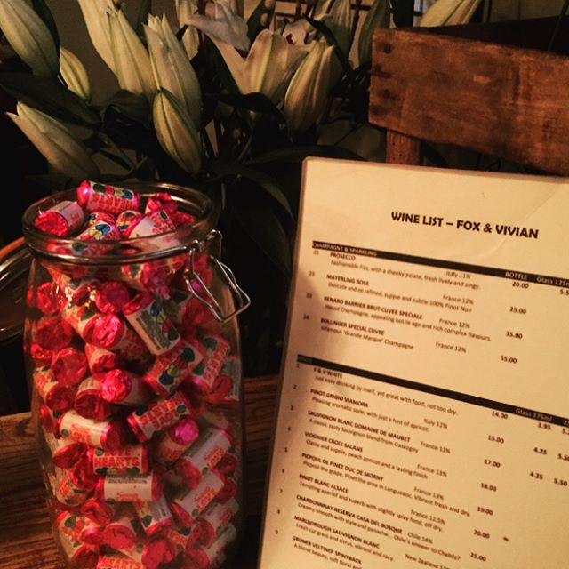 Some recents snaps #leamington #pub #foxandvivian #decoration #warm #flowers #candles #antiques #win