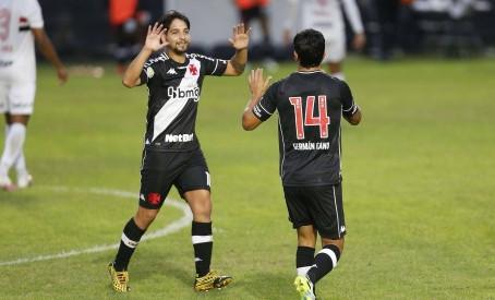 Benítez e Cano são sinônimos de sucesso no Vasco; confira números da equipe com a dupla em campo