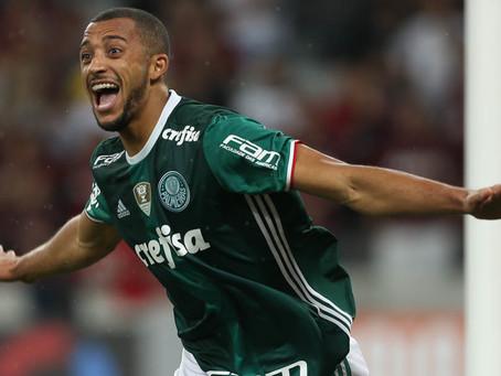 Segundo jornalista italiano, Palmeiras negocia retorno do zagueiro Vitor Hugo