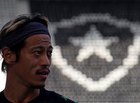 Com nova função em campo, Honda se sacrifica e faz o Botafogo jogar