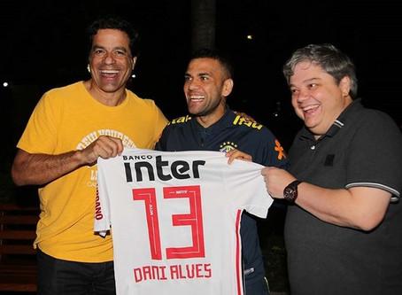 São Paulo busca ajuda de parceiros para contratar Daniel Alves; espanhol Juanfran é plano B