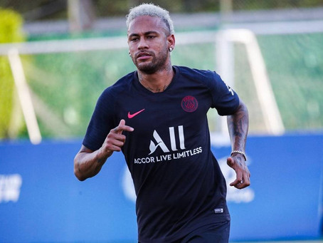 Neymar volta a ser relacionado pelo PSG após se recuperar de lesão e de quase transferência