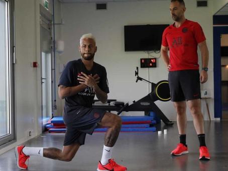 Neymar se reapresenta ao PSG com interrogações quanto ao futuro no clube