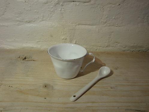 Tasse à café en émail