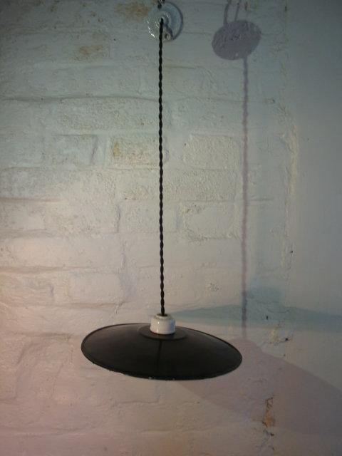 Suspension tôle émaillée noir ancienne
