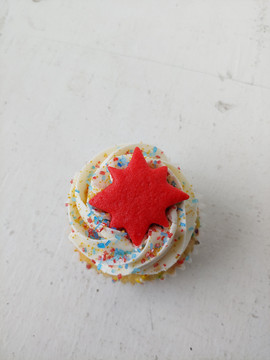 Captain Marvel Cupcake