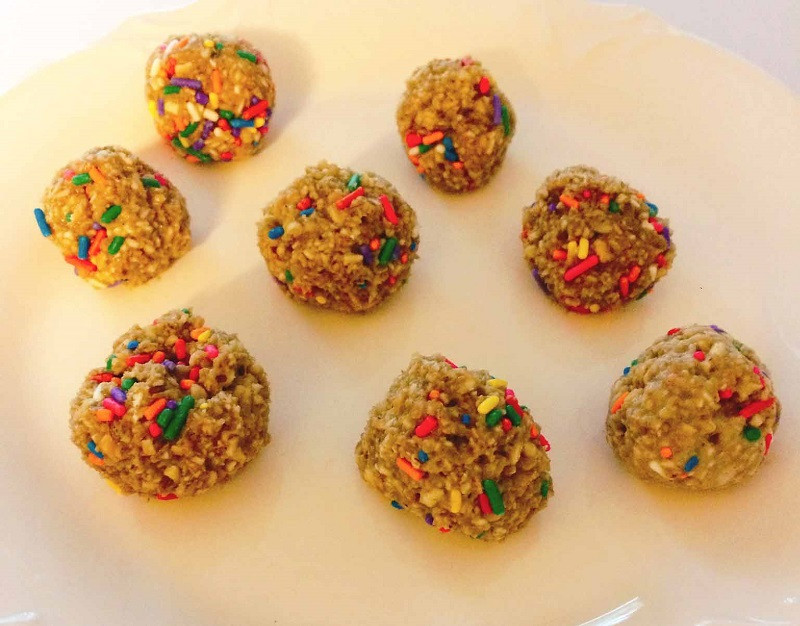 Birthday-Cake-Protein-Bombs