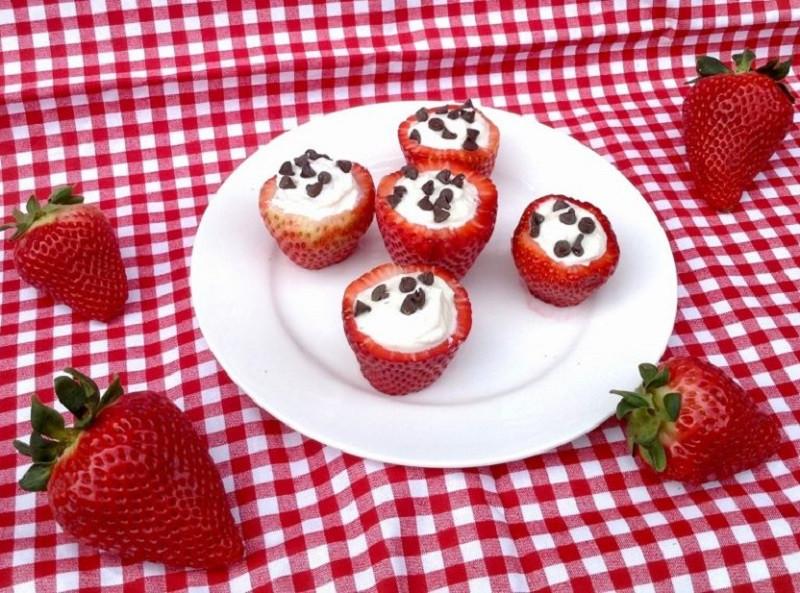 Cannoli-Stuffed-Strawberries