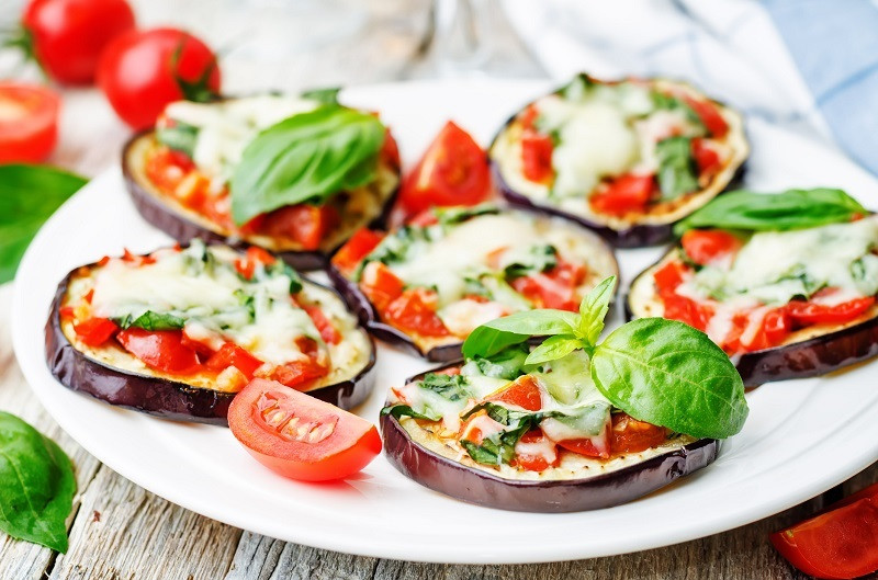 red pepper eggplant pizza