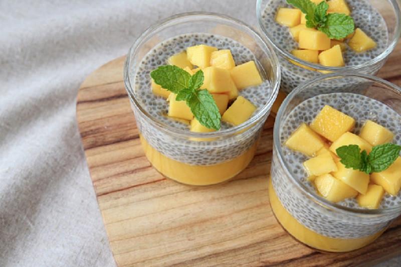 mango-vanilla-chia-pudding