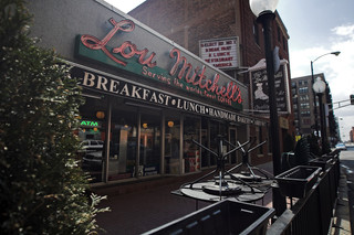 Lou Mitchell's Restaurant, 1st landmark linked to Route 66 history - Chicago