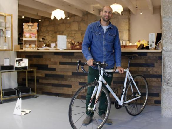 咖啡廳+單車=市值三千萬港元潮流服飾品牌