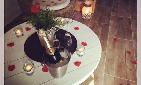 Supplément romantique simple + une bouteille de champagne