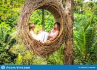 traveler-honeymoon-couple-decorative-nes